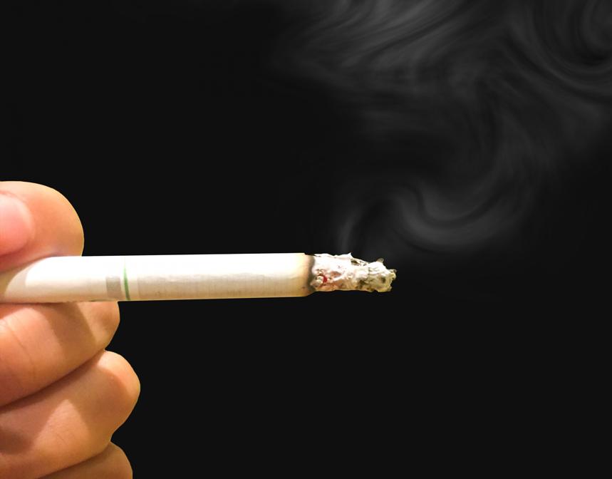 タバコと薄毛の関係性「タバコで薄毛が進行する」の噂の真偽に迫る